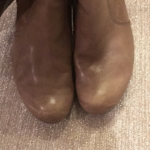 Guess Shoes - GUESS knee boot; taupe slouchy leather; 9M